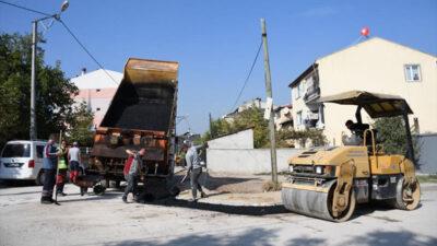 Huzur Mahallesi'nde asfalt yama çalışmaları sürüyor