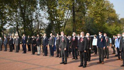 Cumhuriyet Bayramı coşkusu resmi törenlerle başladı