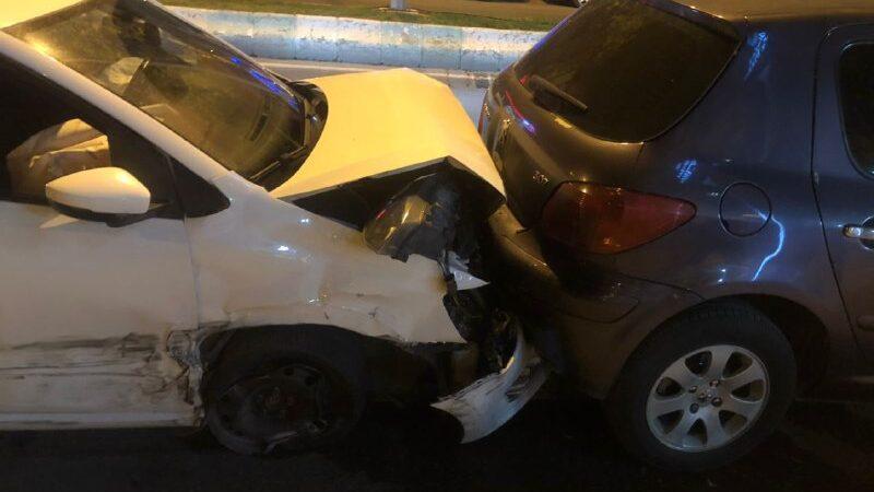 Ehliyetsiz sürücü 6 araca çarptı!