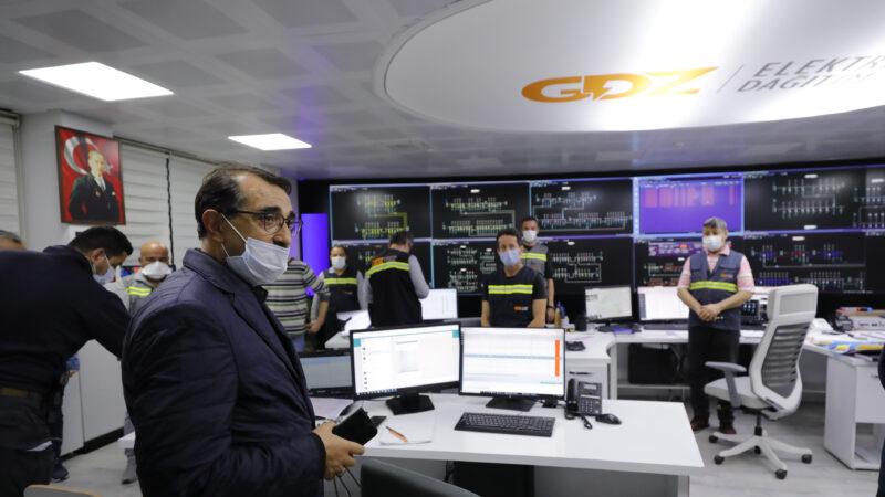 Bakan Dönmez'den elektrik ve doğalgaz kesintileriyle ilgili açıklama