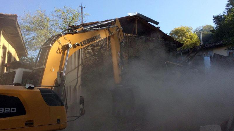Yarısı çöken binaya anında müdahale