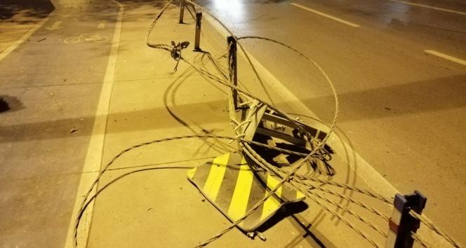 Kontrolden çıkan lüks otomobil defalarca takla attı