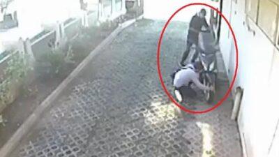 Bursa'da motosikletin çalınma anı kamerada