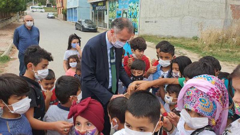 Sokak sokak gezip çöpleri toplayan çocuklara Başkan Taban'dan ziyaret