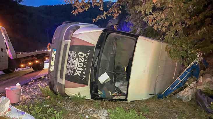Antalya'da feci kaza! Minibüsteki 3 kişi yaralandı