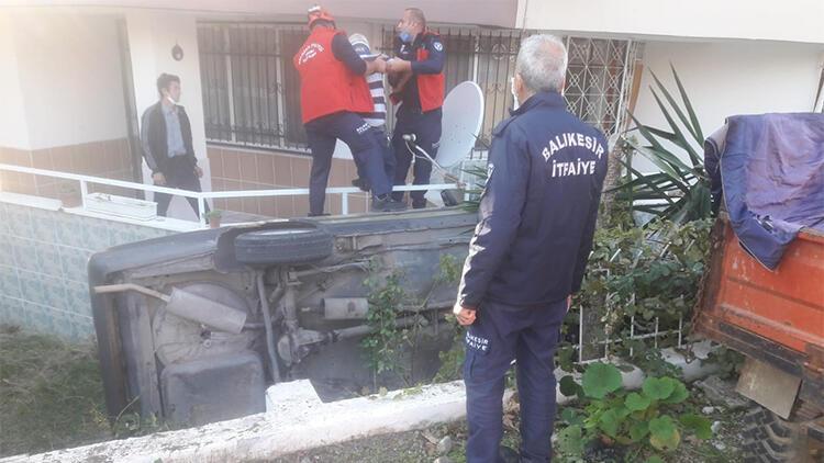 Otomobil evin bahçesine düştü! Yaralılar var