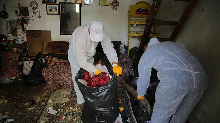 Evinden 2 kamyonet çöp çıkan yaşlı kadının koronavirüs testi pozitif çıktı