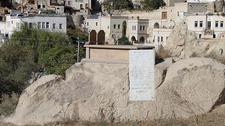 Kaya üzerinde bulunan mezarı gören bir daha bakıyor!