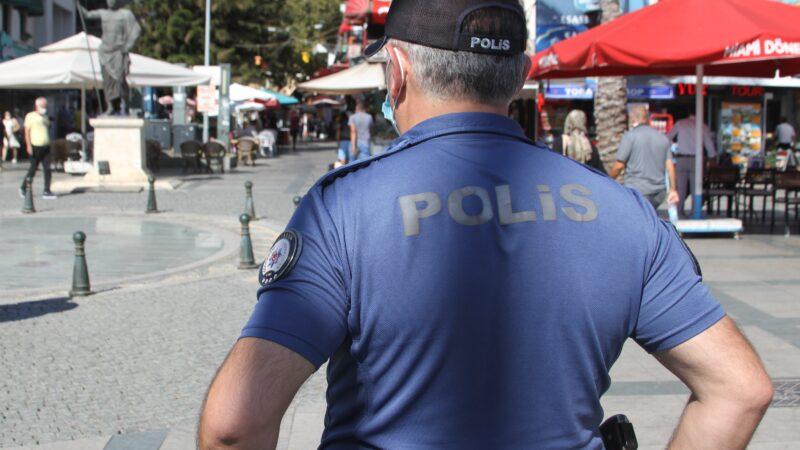 Maskesini takmayan gencin polise verdiği cevap 'pes' dedirtti!