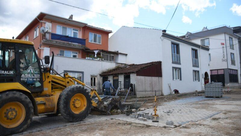Yeniceköy'de 15 sokakta parke taşları yenileniyor