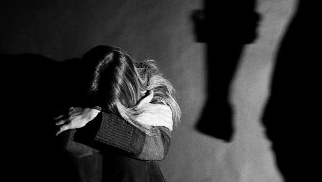 Eşine kızgın bıçakla işkence eden kocaya 75 yıl hapis istemi