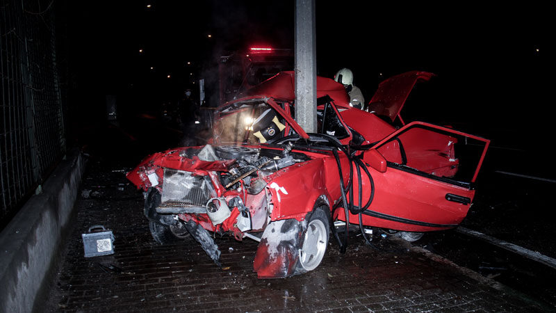 Bursa'da korkunç kaza! Camdan fırladı…