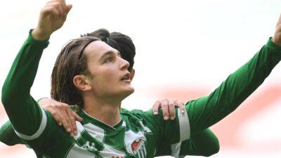 Bursa'da kritik maç… 3 gol var… İkinci yarı oynanıyor…