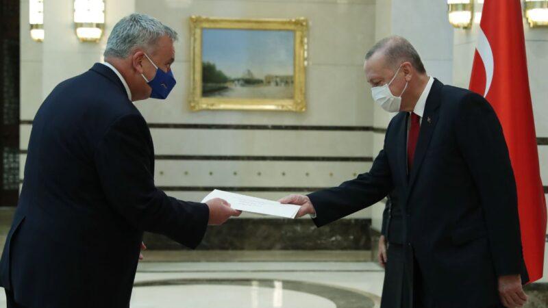 Almanya Büyükelçisi'nden Erdoğan'a güven mektubu