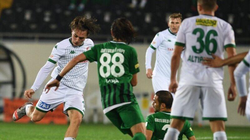 Bursaspor topu rakibe bırakıyor