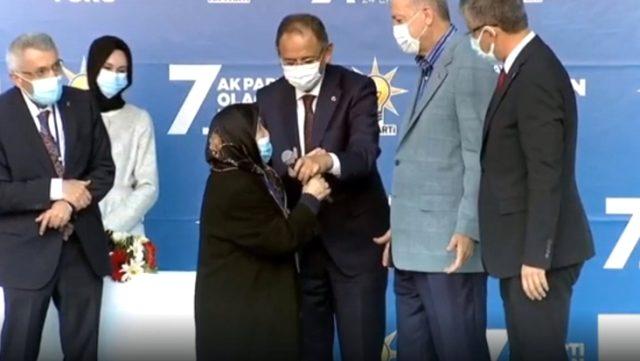 Kongreye damga vuran kadın! Cumhurbaşkanı Erdoğan'ın damadı için ricada bulundu