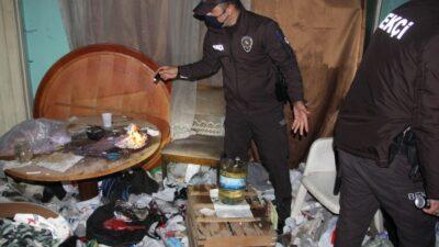 Yer: Bursa… Metruk çöp ev uyuşturucu yuvası oldu