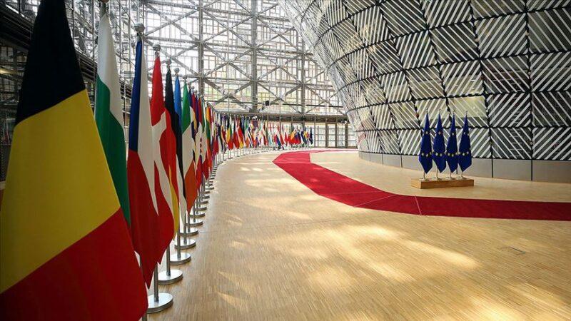 AB'den 3 ülkeye daha seyahat kısıtlaması
