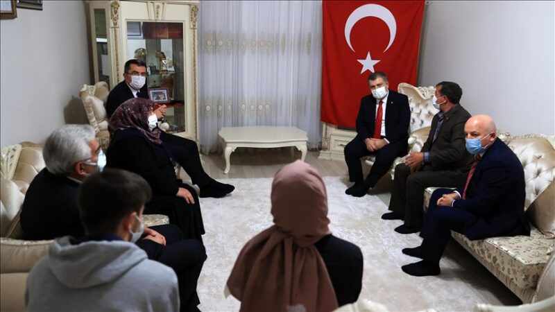 Bakan Koca'dan, Afrin şehidi sağlıkçı Burak Tatar'ın ailesine ziyaret