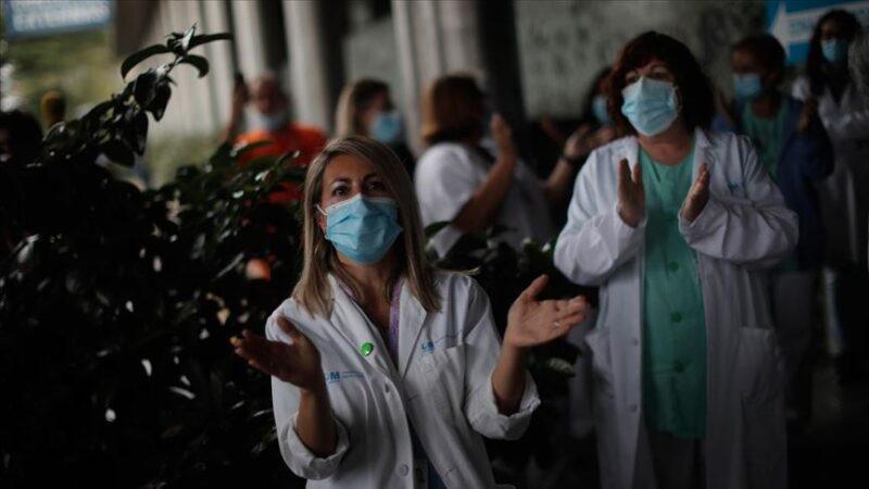 İspanya'da sağlık çalışanları Kovid-19'la artan sorunlara karşı eylem yaptı