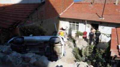 Bursa'da feci kaza! Virajı alamayınca evin bahçesine uçtu