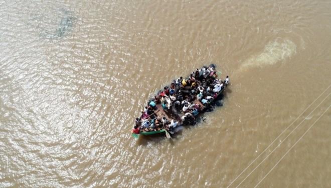 Hindistan'da iki tekne alabora oldu: 5 ölü