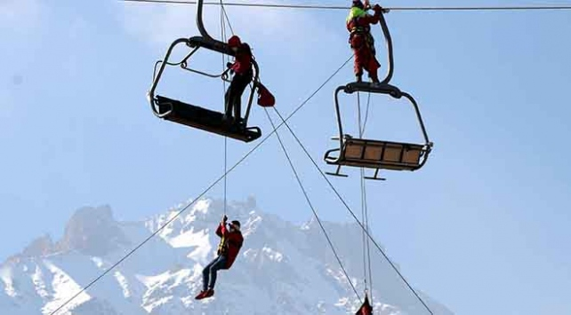 Erciyes'te kayak sezonu öncesi kurtarma tatbikatı