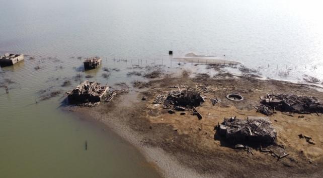 Seben Gölü'nde sular çekildi, eski yapılar ortaya çıktı