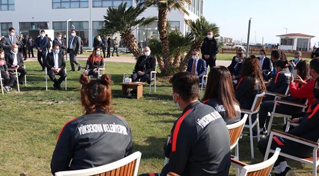 Bakan Soylu kadın futbol takımının kampına katıldı