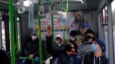 İnegöl Belediyesi otobüsleri kitaplarla donattı