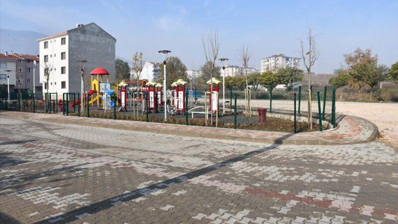 Karşıyaka Caddesi'ne modern çocuk parkı