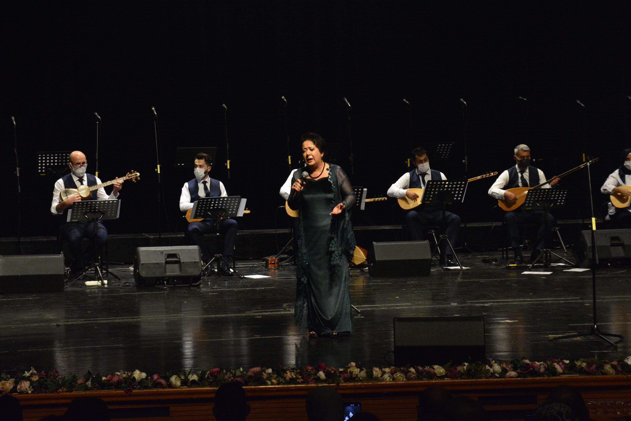 Bursa'da İzmir depremzedelerine yardım konseri