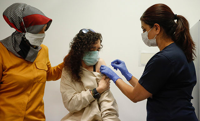 Çin aşısının gönüllü vatandaş uygulaması başladı