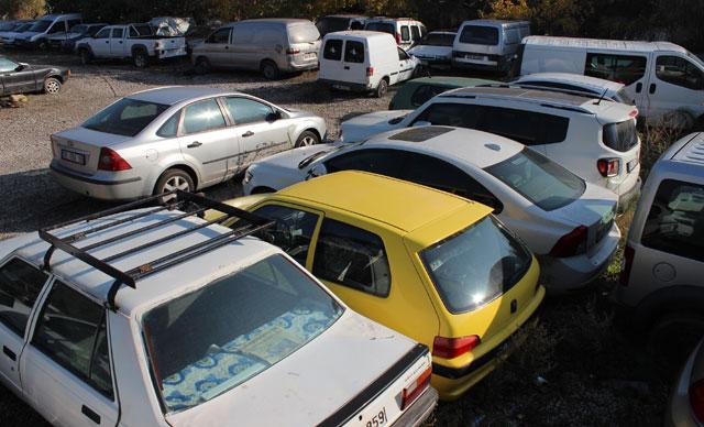 Yüzlerce araç burada çürüyor! Piyasa değeri dudak uçuklatıyor