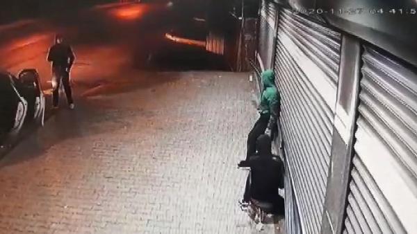 Komşular şişe, hırsız ise taş attı