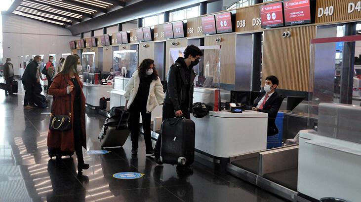 Bakan Koca'nın uyarılarına rağmen İstanbul'da seyahat hareketliliği devam ediyor