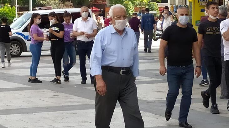 Bir kentte 65 yaş üstü için sokağa çıkma yasağı geldi!
