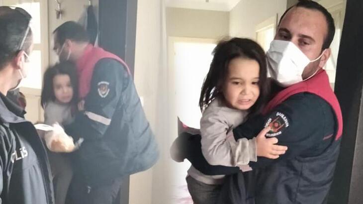 Evde yalnız bırakılan 2 çocuğu, itfaiye dışarı çıkardı!