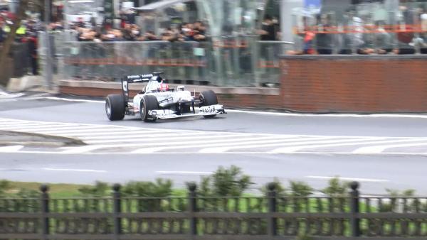 Formula 1 araçları İstanbul sokaklarında