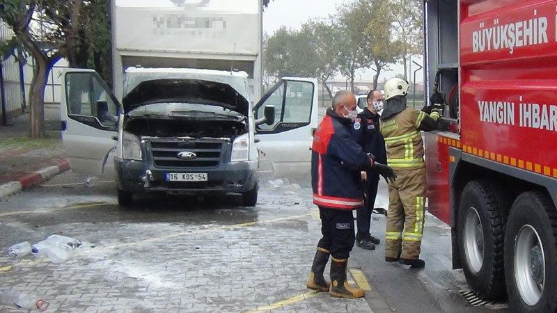 Bursa'da seyir halindeki kamyonet alev aldı