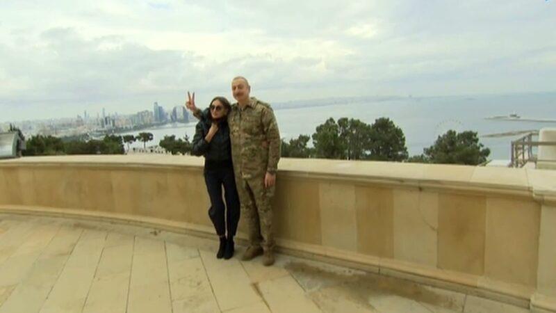 Aliyev'den zafer pozu