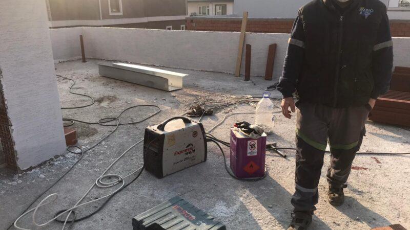 İşçiler öğle molasına çıkınca hırsızlar inşaatı soydu