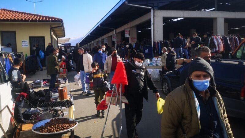 Bursa'da hurda pazarında korkutan kalabalık