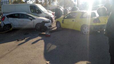 Bursa'da kontrolden çıkan otomobil park halindeki araca çarptı