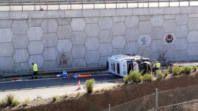 Bursa'da ambulans 6 metre yükseklikten düştü