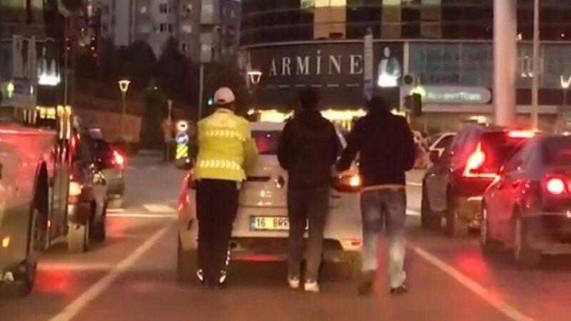 Görüntüler Bursa'dan! İmdadına polis yetişti…