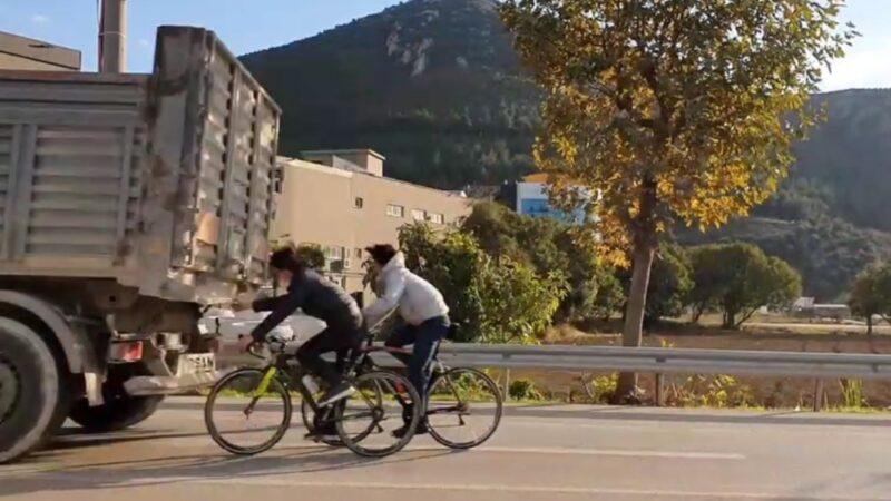 Bursa'da gençlerin tehlikeli yolculuğu! Canlarını hiçe saydılar