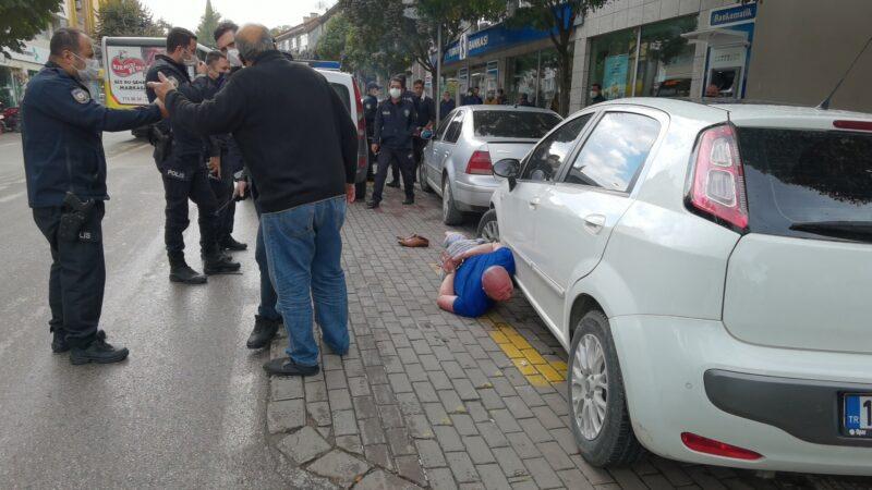 Bursa'da eski halterci, bu kez de iş yerlerine ve araçlara zarar verdi