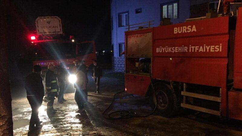 Bursa'da olaylı akşam! Mahalleli virüse rağmen sokağa döküldü