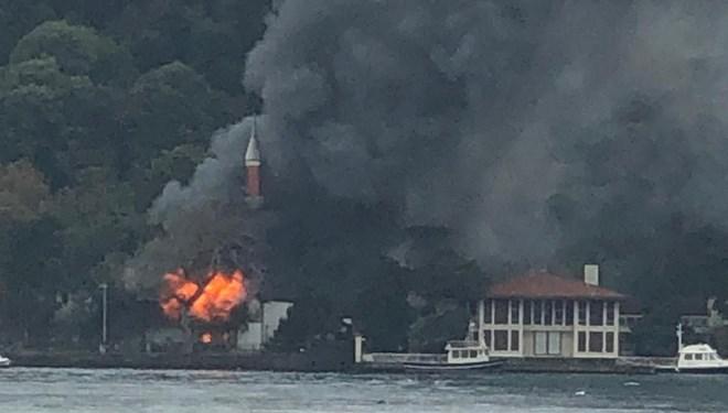Tarihi Vaniköy Camii'nde yangın